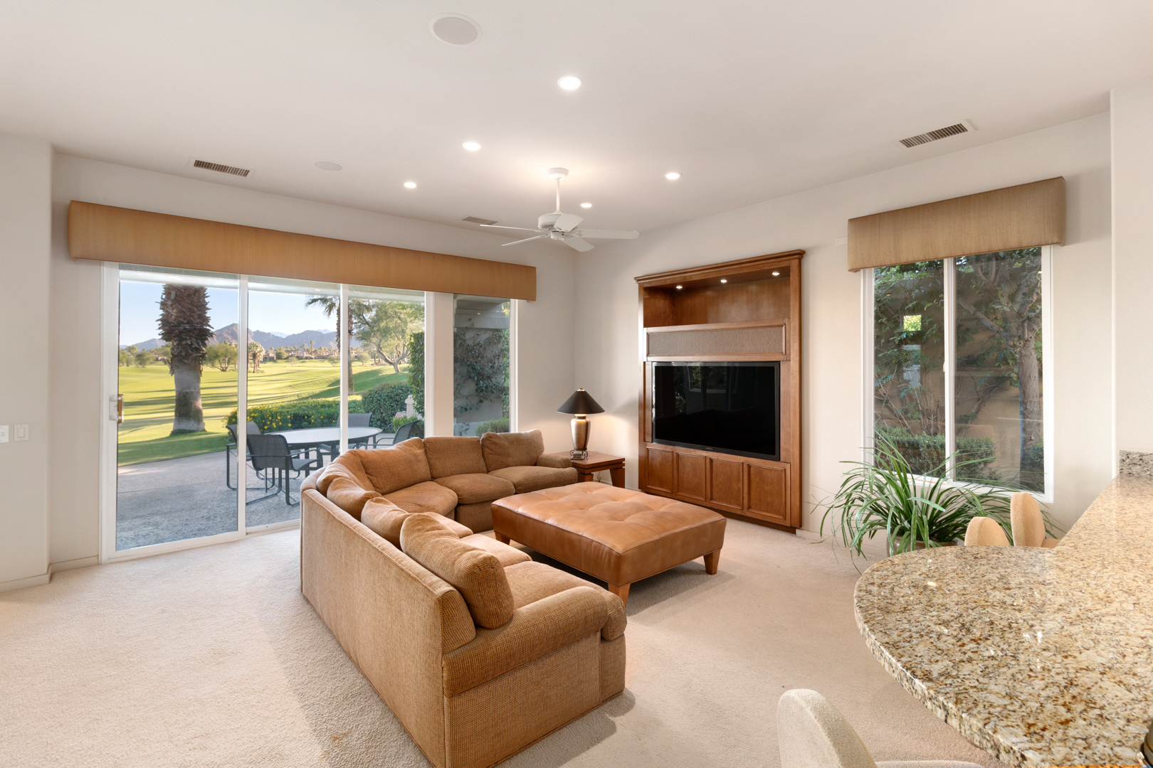 5_Family room-out-31