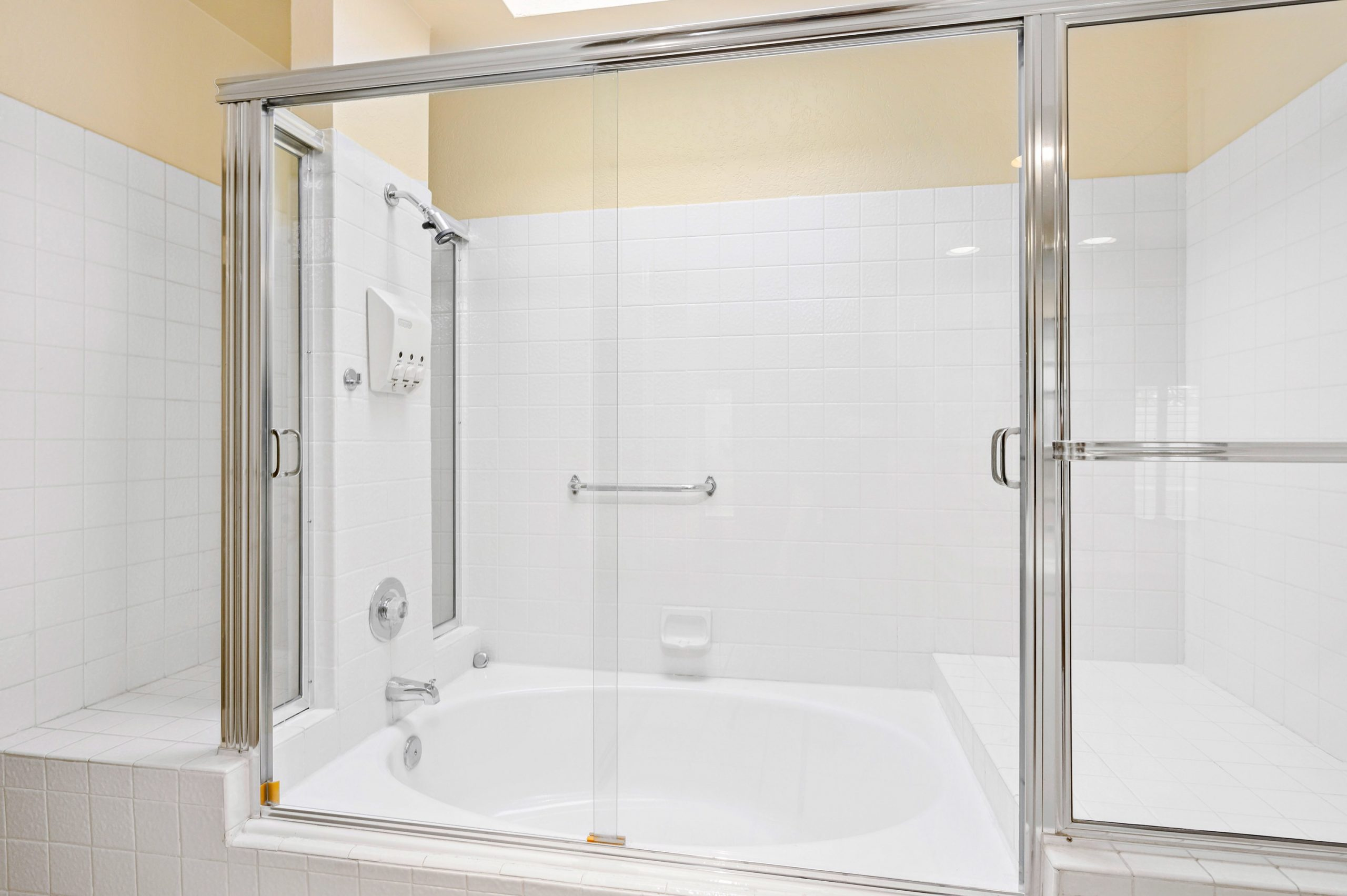 23-Master Ba-shower tub_ZED_7180