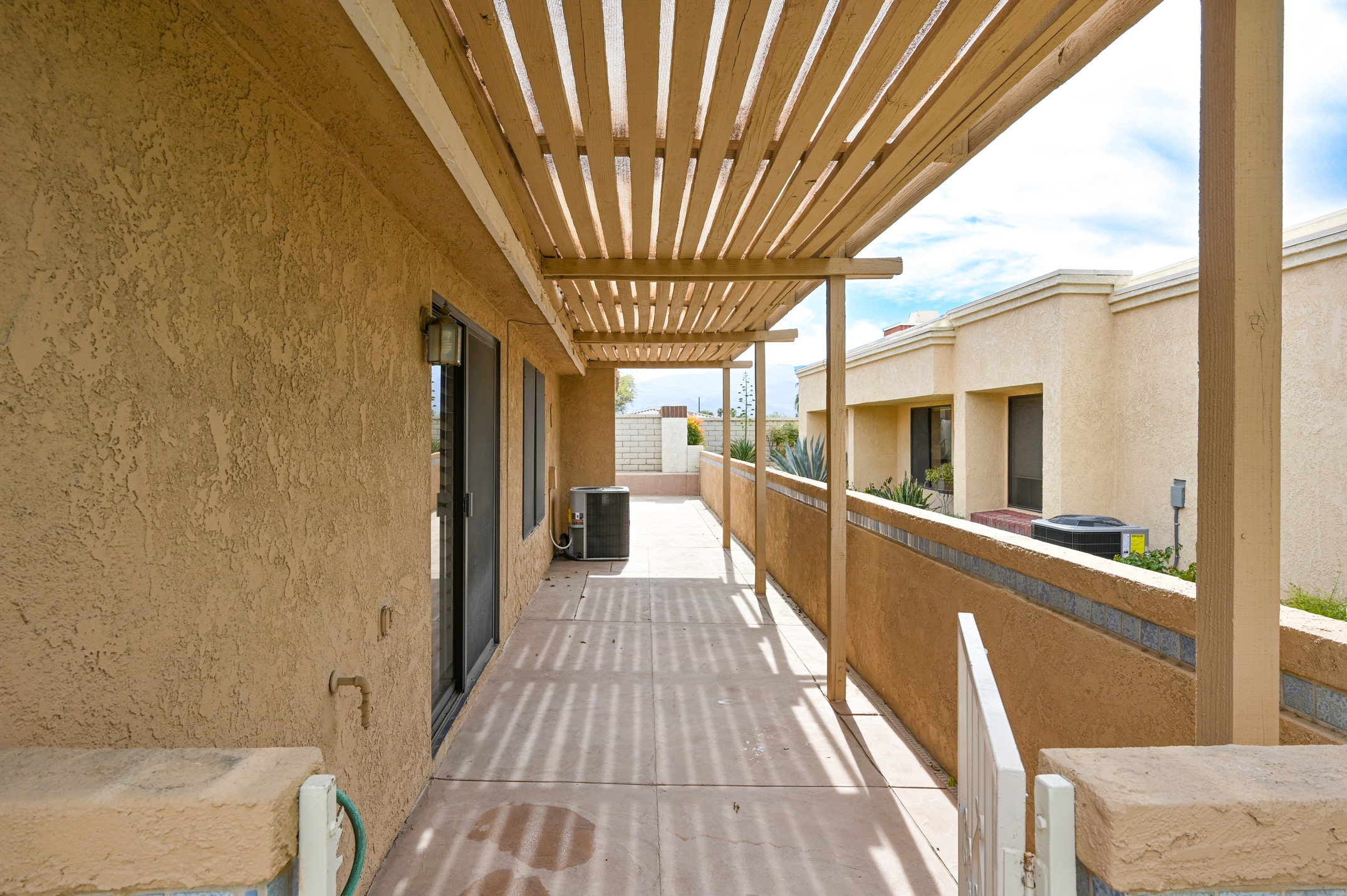 30-Patio-side_10
