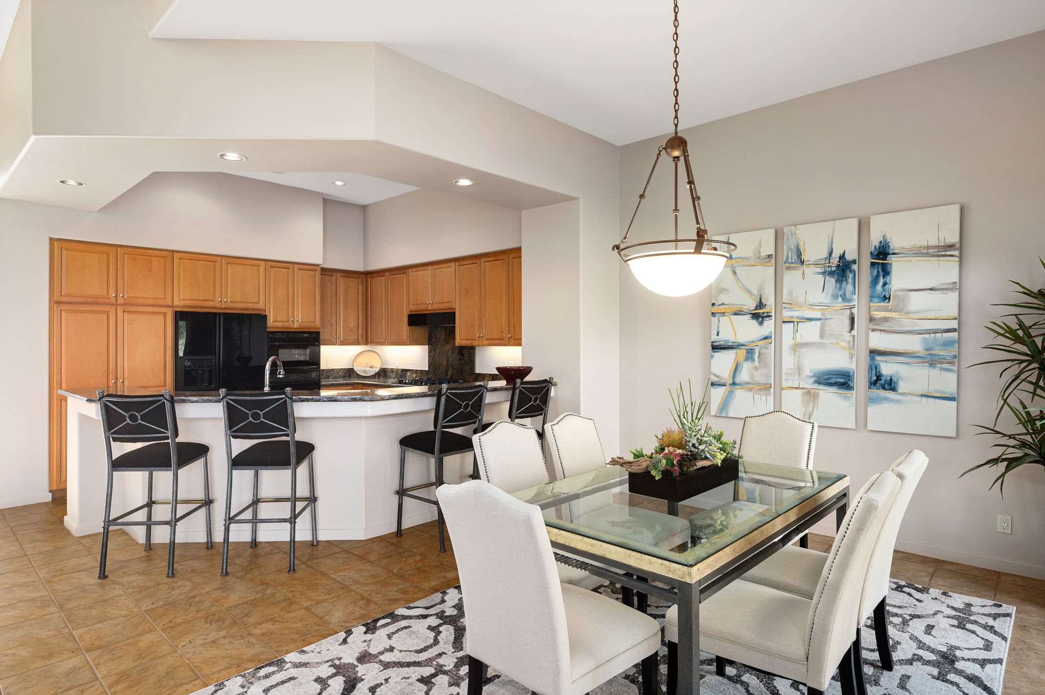 5-dining to kitchen_033